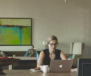Doneren Aan De Deur Is Ouderwets! 3 Redenen Waarom Online Geven Beter Is